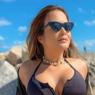 Fãs relembram foto de Geisy Arruda na praia e impressiona