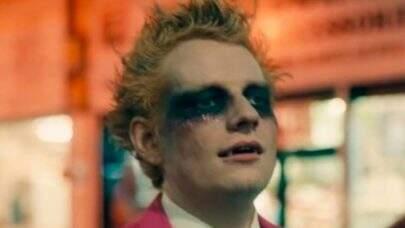 "Ed Sheeran se transforma em vampiro no clipe assustador de ""Bad Habits""; confira!"