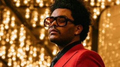 """The Weeknd conquista mais um recorde histórico com a música """"Blinding Lights"""""""