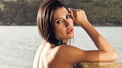"""Gracyanne Barbosa é clicada por baixo saindo da piscina e volume ousado impressiona: """"Gigantão!"""""""
