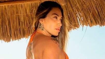 De biquíni, Dani Bolina aproveita o dia de sol em Miami e exibe tatuagens íntimas