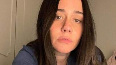 "Alessandra Negrini renova bronzeado de biquíni e encanta fãs: ""Sextou"""