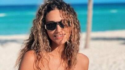 """8 vezes que Débora Nascimento surgiu de biquíni e esbanjou boa forma: """"Corpão!"""""""