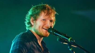 Ed Sheeran diverte web ao fazer careta engraçada em foto anunciando sua nova música