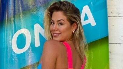 """Ex-BBB Isabella Cecchi ostenta boa forma na beira da piscina: """"Maravilhosa"""""""
