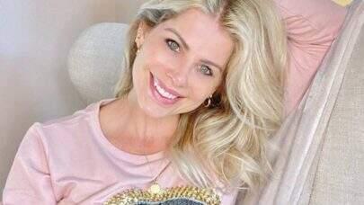 Karina Bacchi revela ter se arrependido de posar nua e motivo surpreende web