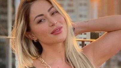 """Carol Narizinho desabafa sobre suas fotos de biquíni: """"Me sinto um pedaço de carne"""""""