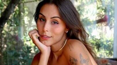 Stephanie Viegas ostenta boa forma de maiô e eleva o clima na web