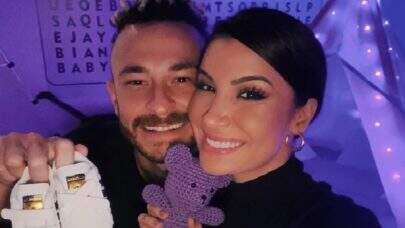 """Nasceu! Bianca Andrade e Fred comunicam nascimento do primeiro filho: """"Depois de 20 horas"""""""