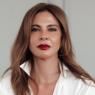 """Aos 51 anos, Luciana Gimenez impressiona em cliques na praia: """"Quem vai?"""""""
