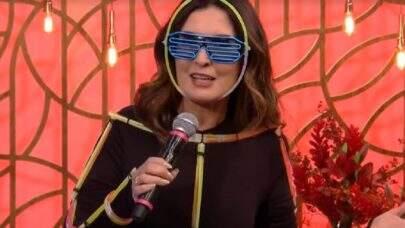 """Fátima Bernardes veste roupa inusitada e dança em 'Encontro': """"Calma, sua televisão não está com defeito"""""""