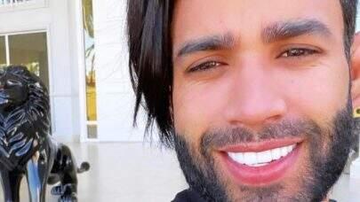 """Gusttavo Lima compartilha novo visual e web reage: """"Corta esse cabelo"""""""