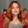 Larissa Manoela participa da 'trend do terninho' no TikTok e deixa fãs chocados