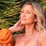"""Lívia Andrade posa com modelito ousado durante viagem a Las Vegas: """"Cor do sol"""""""