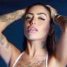 """Mirella revela foto com modelito ousado e faz sucesso: """"Chocou os fãs"""""""