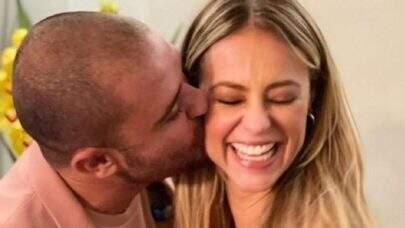Paolla Oliveira e Diogo Nogueira assumem relacionamento com beijo em show no Rio