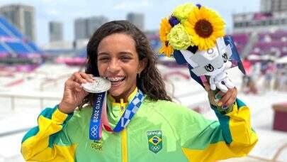 Rayssa Leal, a 'Fadinha do skate', ganha elogio de cantora internacional após ganhar medalha na Olimpíada