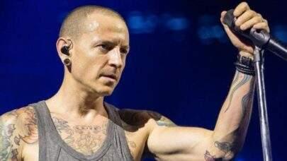 Fãs homenageiam vocalista do Linkin Park, morto há quatro anos