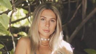 """Carolina Portaluppi curte dia na praia e ostenta saúde na web: """"Hoje tem"""""""