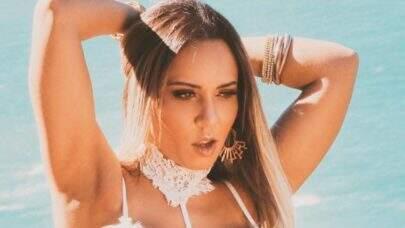 Mulher Melão renova bronzeado na beira da piscina e eleva o clima na web