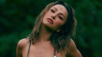 Sabrina Sato esbanja beleza natural em ensaio e deixa fãs apaixonados