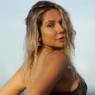 """7 vezes que Carolina Portaluppi renovou o bronzeado em cenários paradisíacos e apaixonou: """"Linda!"""""""