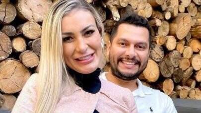 """Andressa Urach revela que voltou para a Igreja Universal: """"Estou sim trabalhando o perdão"""""""
