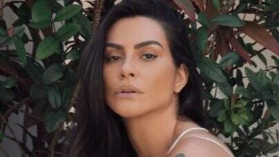 """Nas Maldivas, Cleo posa com look ousado de oncinha e brinca: """"No meio do nada"""""""