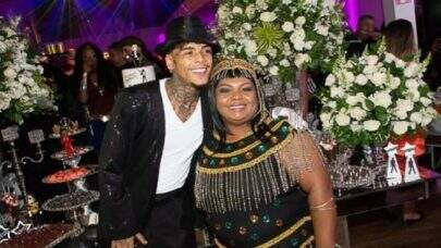 """Mãe de MC Kevin manda indireta para desafeto do cantor: """"Sei que não gostava do meu filho"""""""