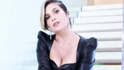 """Flávia Alessandra posa com vestido minimalista e choca a web: """"Que musa!"""""""