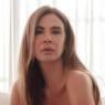 """Luciana Gimenez surge só de jeans em clique impressionante: """"Finalmente sexta"""""""