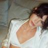 Bruna Marquezine usa look com transparência para curtir balada em Paris