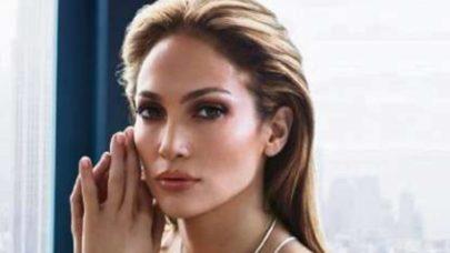 Jennifer Lopez aparece deslumbrante no Met Gala 2021 e web vai à loucura