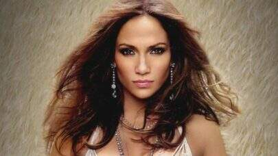 Jennifer Lopez surge deslumbrante em cliques e esbanja beleza natural