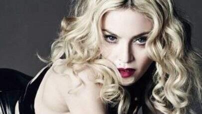 Madonna posta fotos em poses inusitadas e dá o que falar na web