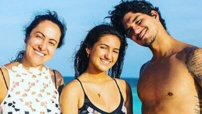 Mãe de Gabriel Medina fica com 90% do que a filha ganha no surfe, revela colunista