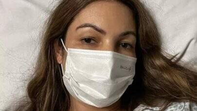 """Patrícia Poeta faz fisioterapia após cirurgia de emergência: """"Sigo focada"""""""