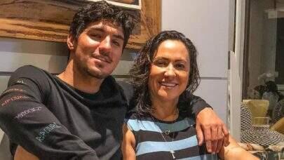 """Mãe de Gabriel Medina desabafa após ser criticada por polêmicas com nora: """"Isso adoece!"""""""
