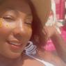 """Mãe de Ludmilla exibe look da noite e comemora no Instagram: """"Sorrindo sempre"""""""