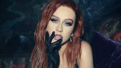 """Cantando em espanhol, Christina Aguilera lança o aguardado clipe de """"Pa' Mis Muchachas""""; confira!"""