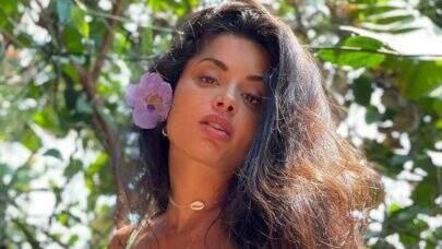 """Aline Riscado exibe beleza natural ao posar com cabelo natural: """"Feliz da vida"""""""